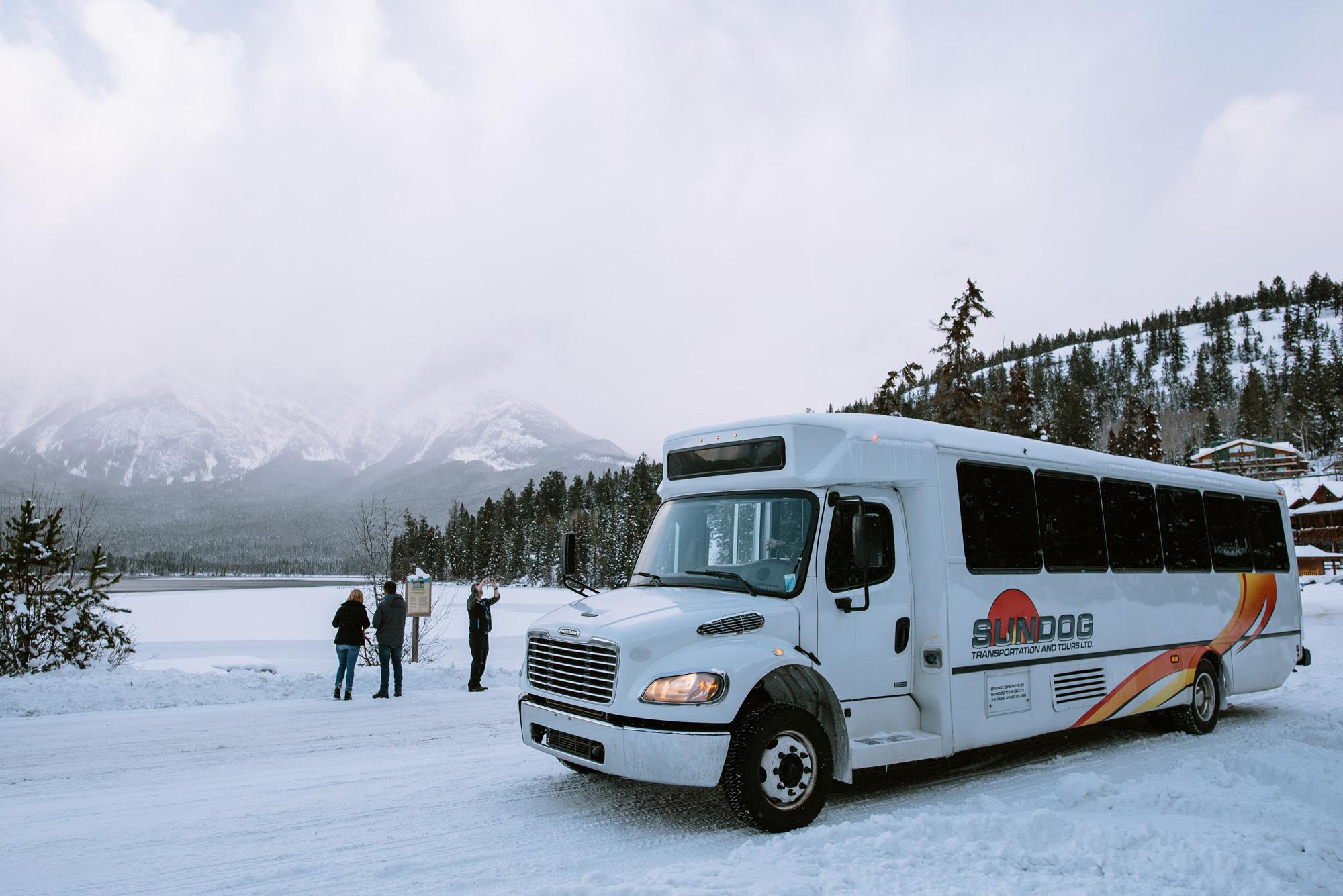 Foto van de SunDog Tours Shuttle van Edmonton International Airport naar Jasper