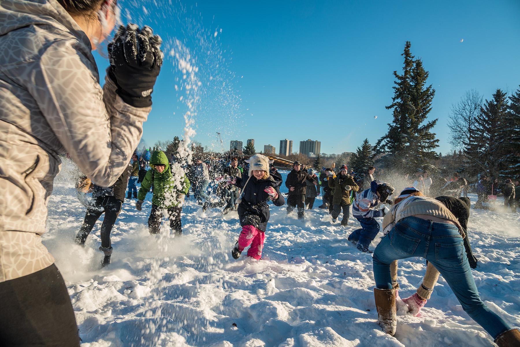 Sneeuwballengevecht in Edmonton | SneeuwzekerDeals.nl